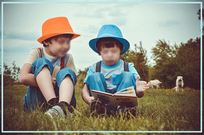 pequeños_chicos_leer